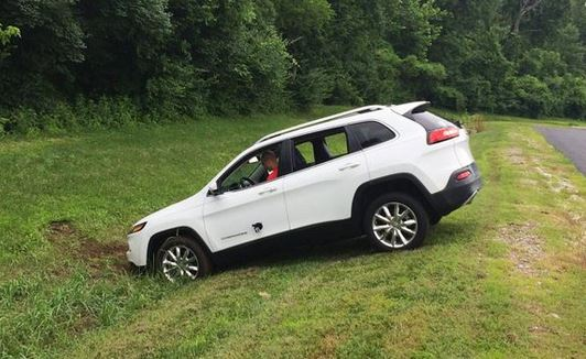 jeep-im-graben